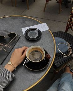 Coffee Cafe, Coffee Drinks, Coffee Shop, Aesthetic Coffee, Aesthetic Food, Coffee Break, Morning Coffee, Coffee Pictures, Coffee Photography