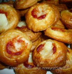 Le Ricette della Nonna: Pizzette di pasta sfoglia Pretzel Bites, Doughnut, Appetizers, Bread, Desserts, Food, Eat, Tailgate Desserts, Deserts