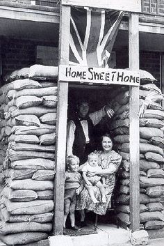 Home front: A British family refuse to be driven out of their house by bombs during WWII Women In History, British History, Uk History, British Family, The Blitz, Battle Of Britain, Interesting History, Historical Pictures, Second World