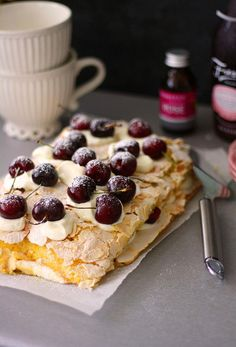 Kirsikka-brita // Cherry Meringue Cake, Brita Cake Food & Style Annamaria Niemelä, Lunni leipoo Photo Annamaria Niemelä www.maku.fi
