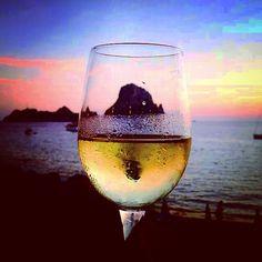 www.eibys.com Villas, Ibiza, White Wine, Alcoholic Drinks, Glass, Discos, Yachts, Events, Alcoholic Beverages