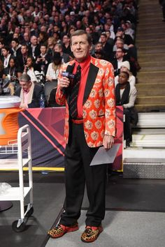 Craig Sager, This TNT Sportscaster was so Loving by so many basketball players But what will live on his Charismatic questions and His unique Suits, RIP 12/15/2016