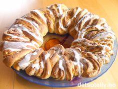 "Lubben, myk, smør- og kanelfylt ""Bladkrans"" med deilig lukt og smak.... kan det bli bedre...? Health And Wellbeing, Apple Pie, Sausage, Baking, Desserts, Tailgate Desserts, Deserts, Sausages, Bakken"