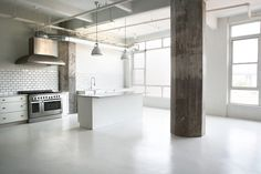 This studio/kitchen- Want! Need! Would kill for!