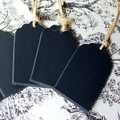Love these sweet chalkboard tags for gift wrapping
