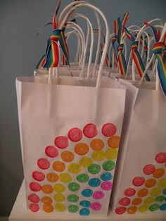 I love daubers. party favor bags--use poster dotters to make a rainbow. Tie some rainbow ribbon to the top! Great way to have the kids help craft the bags. My Little Pony Cumpleaños, Fiesta Little Pony, Cumple My Little Pony, My Little Pony Birthday, Rainbow Unicorn Party, Rainbow Birthday Party, Rainbow Theme, Unicorn Birthday Parties, Girl Birthday