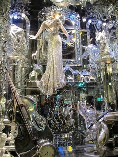 """Bergdorf Holiday Windows 2009 loosely inspired by Alice in Wonderland """"A Compendium of Curiosities, Chapter 16: Reflected Serenades & Meticulous Metronomes"""" Every surface mirrored, including ceiling & floor. A mirrored lion & unicorn stand guard."""