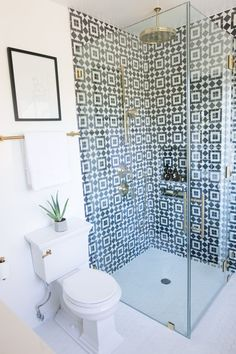 48 Classy And Modern Bathroom Shower Tile Ideas 2019 Classy And Modern Bathroom Shower Tile Ideas 35 The post 48 Classy And Modern Bathroom Shower Tile Ideas 2019 appeared first on Shower Diy. Budget Bathroom Remodel, Bathroom Renovations, Small Shower Remodel, Bad Inspiration, Bathroom Inspiration, Bathroom Inspo, Bathroom Interior, Modern Bathroom, Modern Shower