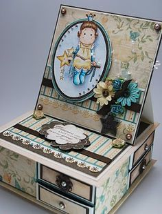 Custom box with drawers and a card on top. Who has time to make stuff like this?