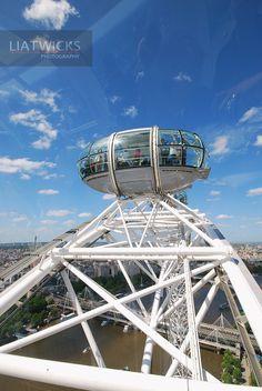 The London Eye London Eye, Ferris Wheel, Fair Grounds, Eyes, Cat Eyes