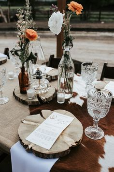Stunning and modern vibes for this rustic western style bohemian Montana wedding Bohemian Wedding Decorations, Wedding Table Decorations, Wedding Table Settings, Bohemian Weddings, Western Wedding Centerpieces, Bohemian Bride, Montana Wedding, Wedding Places, Rustic Wedding