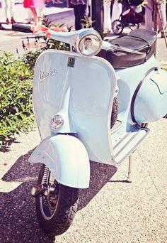 Vespa #wedding http://www.blanccoco-photographe.com/blog/2011/09/18/emilie-et-clement-mariage-vespa-usinens-74/