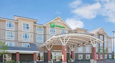 Holiday Inn Hotel & Suites Surrey East - Cloverdale Surrey Featuring an indoor pool, Holiday Inn Hotel & Suites Surrey East – Cloverdale is only 2 km from Northview Golf & Country Club and across the street from a major shopping centre. Free WiFi is available.