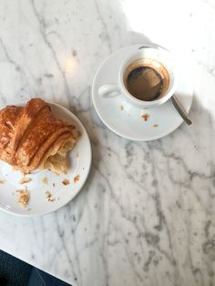 Croissants and coffee Coffee Break, Coffee Time, Coffee Mornings, Tips & Tricks, Aesthetic Food, Food Pictures, Coffee Shop, Cravings, Food Photography