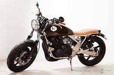 Kawasaki Zephyr 550 By ÑRT Classics Kawasaki Cafe Racer, Custom Cycles, Custom Bikes, Kawasaki Zephyr, Brat Bike, Bike Builder, Moto Guzzi, Car Wheels, Kustom