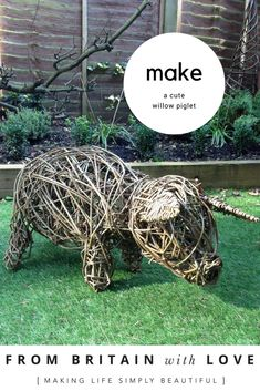How to weave a willow piglet with basketmaker Eddie Glew of Blithfield Willowcrafts. We show you step by step as we learn the art of willow weaving Willow Weaving, Basket Weaving, Weaving Projects, Diy Craft Projects, Wood Craft Patterns, Willow Branches, Creative Workshop, Mason Jar Crafts, Topiary