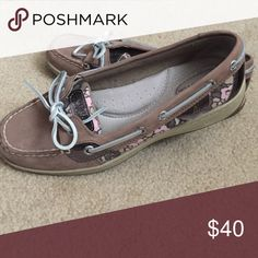 NEVER WORN Sperry Boat Shoes Size 7, never worn. Flower detail on the sides Sperry Top-Sider Shoes