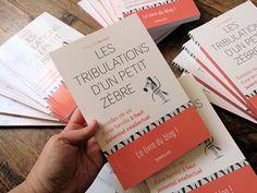 """Le grand jour est arrivé !!! :D C'est aujourd'hui 1er juillet que parait, chez #Eyrolles, mon livre """"#LesTribulationsDunPetitZèbre. Le livre du blog !"""" (Y) A commander ici ➡️ amzn.to/28bxVJe C'est pour moi un jour de grande émotion ♥ Comme je vous le disais précédemment, il est préfacé par la psychologue #ArielleAdda & le psychiatre/pédopsychiatre #GabrielWahl, que je remercie, une fois encore :))"""