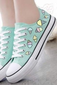 Cute Shoes To Look Cool And Fashionable - Women Shoes Styles & Design Sweet Ice Cream Hand-painted Canvas Shoes Pretty Shoes, Beautiful Shoes, Cute Shoes, Me Too Shoes, Moda Sneakers, Shoes Sneakers, Summer Sneakers, Sneakers Adidas, Vans Converse