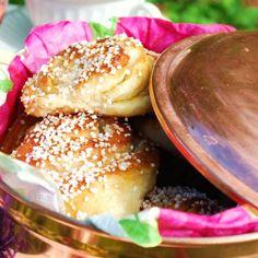 Sockerbulle med vaniljkräm Ca 30 st - Recept från myTaste Joy Of Cooking, Cooking 101, Bagan, Food N, Food And Drink, Baking Recipes, Cake Recipes, Sweet Dough, Swedish Recipes