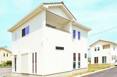 アイフルホーム奈良北店/奈良南店さんはInstagramを利用しています:「・ ・ テーマは『女の子らしく可愛らしく🎀』 白い外壁に、屋根瓦がアクセント💕 お施主様のテーマにぴったりな外観に仕上がりました✨🤗✨ ・ #かわいい家 #おしゃれな家 #素敵な家 #白いおうち #白い外壁 #外壁 #屋根瓦 #施工事例 #アイフルホーム #アイフルホーム奈良…」 Garage Doors, Outdoor Decor, House, Home Decor, Instagram, Decoration Home, Home, Room Decor, Haus