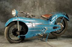 Мотоцикл, около 1930 года / Art Deco Motorcycle I am guessing that this was a racer. Motos Vintage, Velo Vintage, Vintage Bikes, Vintage Cars, Vintage Motorcycles, Custom Motorcycles, Custom Bikes, Custom Choppers, Triumph Motorcycles