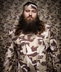 Willie Robertson is CEO & resident prankster of Duck Commander. He says he honed his skills as a salesman by selling his freshly caught fish at market with his mom as a young boy. Even then he was always working to negotiate best prices. Duck Dynasty Cast, Duck Dynasty Family, Willie Robertson, Robertson Family, Chia Pet, Star Eyes, Duck Calls, Duck Commander, Reality Tv Shows
