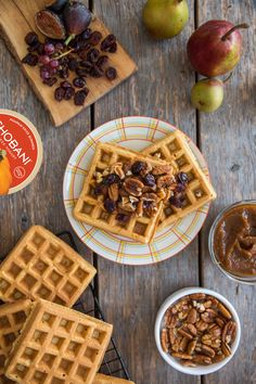 Pumpkin Chobani Greek Yogurt Waffles with Speculoos, Candied Pecans, Dried Cranberries, and Maple Syrup. Add a little pumpkin to your weekend spread! Breakfast For Dinner, Breakfast Recipes, Speculoos Recipe, Crepes And Waffles, Pancakes, Chobani Greek Yogurt, Pumpkin Waffles, Candied Pecans, Dried Cranberries