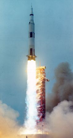 Today marks the Anniversary of launch of Apollo The Sucessful Failure that, despite a crippling explosion to the oxygen tank, managed to bring NASA astronauts Jim Lovell, Fred Haise, and Jack Swigert back to Earth safely. Apollo Space Program, Nasa Space Program, Cosmos, Programa Apollo, Apollo Moon Missions, Space And Astronomy, Astronomy Science, Nasa Astronauts, Space Race
