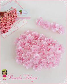 Kit contendo 1 calcinha de cetim decorada com flores de cetim e 1 tiara de flores disponível em outras cores confirme o prazo de produção com o vendedor. - 5C1957