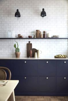 Fun kitchen decor and styles - Are you searching for inspirations for your kitchen style and design? Grant your space a refresh with one of these kitchen design strategies. Whether you like classic an Kitchen Cupboards, New Kitchen, Kitchen Dining, Bistro Kitchen, Kitchen Soffit, Kitchen Floors, Kitchen Wall Tiles, Kitchen Counters, Cheap Kitchen