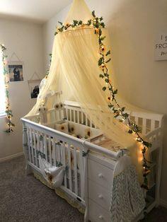 Sweet baby room idea for a flower child. Sunflower Nursery, Sunflower Room, Sunflower Baby Showers, Baby Room Themes, Baby Girl Nursery Themes, Baby Room Decor, Nursery Ideas For Girls, Babies Nursery, Girl Nurseries