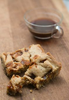 Butterscotch Caramel Blondies From the Violet Bakery adapted by David Leibovitz Cookie Recipes, Dessert Recipes, Desserts, Bar Recipes, Dessert Bars, Sweet Recipes, Caramel Blondie Recipe, Baking Pan Sizes, Violet Bakery