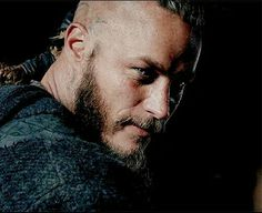 Find images and videos about vikings, ragnar and lothbrok on We Heart It - the app to get lost in what you love. Ragnar Lothbrok Vikings, Lagertha, Ragnar Lothbrook, Viking Berserker, Vikings Travis Fimmel, Vikings Tv Series, Vikings Tv Show, Hogwarts, Thor