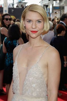 Subtle shimmer paired with bright lips. Get the scoop on what Laura Mericer Global Brand Ambassador Matin Maulawizada used to complement Claire Danes' ethereal gown at the #Emmys.