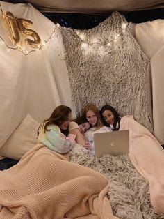 Birthday Sleepover Ideas, Sleepover Room, 18th Birthday Party Themes, Sleepover Activities, Slumber Parties, Bff, Besties, Trampolines, Things To Do At A Sleepover