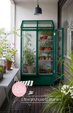 There are plenty of ways you can make the most of a small outdoor space, and make it just as lovely and inviting as any giant suburban backyard. Small Space Style: 10 Beautiful, Tiny Balconies to bring life to outdoor space. - New Sensations Garden Tiny Balcony, Balcony Design, Garden Design, Balcony Ideas, Patio Ideas, Porch Ideas, House Design, Small Balconies, Loft Design