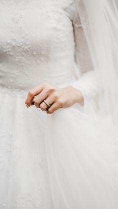 Muslim Wedding Dresses, Wedding Suits, Wedding Bride, Muslimah Wedding, Islamic Girl, Hijab Bride, Engagement Dresses, Wedding Proposals, Bridal Robes
