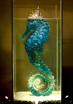 Seahorse sculpture by Sculpture by Hu Shaoming on Jue So Source: Steampunk Tendencies (site) Form Design, Design Color, Wow Art, Art Plastique, Oeuvre D'art, Sculpture Art, Metal Sculptures, Bronze Sculpture, Amazing Art