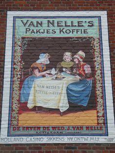 Van Nelle's coffee. Op een muur in Valkenburg