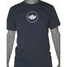 Ce t-shirt a été fabriqué aux États-Unis par la compagnie American Apparel. Il est fait à 100% de coton...
