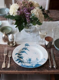 The simple can be so beautiful. Gywneth Paltrow's Easter tabletop.