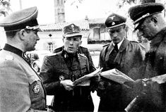 Rance, summer 1944. 2. SS Panzer division das Reich . Left: Sturmbannführer Helmut Kämpfe, Sturmbannführer Ernst August Krag, Obersturmbannführer albert stakler and SS brigadeführer and major General of the Waffen SS, Heinz Lammerding, commander of the 2nd SS Panzer division Das Reich.