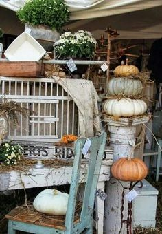 I& never experienced a weekend quite like this one. The City Farmhouse Barn Show was amazing, but I& so exhausted that I can hardly speak. Vintage Store, Vintage Display, Vintage Market, Vintage Fall, Looks Vintage, City Farmhouse, Farmhouse Decor, French Farmhouse, Flea Market Displays