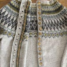 Min første #kofte (jakke)#ferdig#endelig#wiola#strikk#spennende farger#klar til bruk - tikielvik