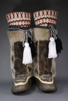 kamiks, traditional boots that keep the cold out and is a major identification of footwear. Native American Fashion, Native American Art, American Indians, Tribal Costume, Folk Costume, Costumes, Inuit Clothing, Beaded Moccasins, Inuit Art