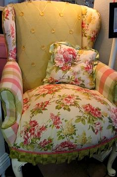 Adorable <3  I could sit in this chair and enjoy the Pulled pork sandwich I just pinned! <3