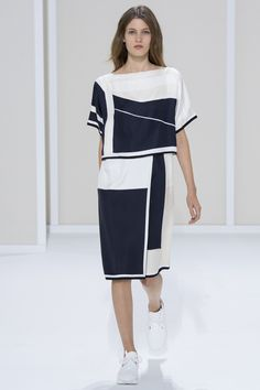 Hermès Spring 2016 Ready-to-Wear Fashion Show - Sasha Antonowskaia b25f1d6a5b10