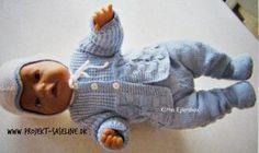 Baby born opskrifter 43 cm. Skøn lyseblå trøje med hue. I et terne mønster med knapper i hvid