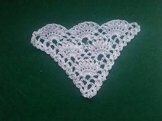 Shawl pattern with lush bollards. Shawl pattern with lush bollards. Crochet Scrubbies, Crochet Bra, Crochet Cover Up, Crochet Collar, Crochet Blouse, Thread Crochet, Crochet Scarves, Crochet Clothes, Crochet Stitches